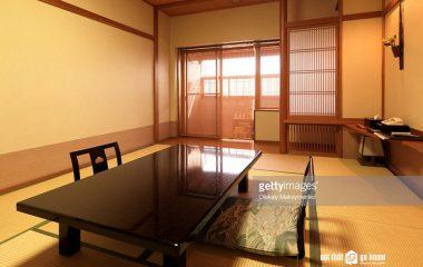 Dù phòng khách có diện tích lớn hay nhỏ ra sao, thì kệ tivi kết hợp với bộ ghế sofa và bàn trà là những đồ nội thất không thể thiếu, đặc biệt bàn sofa. Vì vậy bạn nên tìm mua ngay cho phòng khách 1 chiếc bàn trà gỗ giá rẻ Nhật nhé! Lý […]