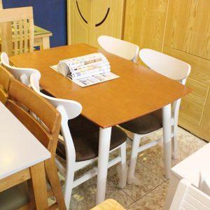 Bàn ăn đẹp 1 bàn 4 ghế làm từ gỗ tự nhiên GHT-413