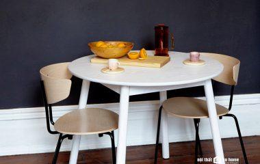 Bài viết này sẽ hướng dẫn bạn cách chọn bàn ăn có kích thước tiêu chuẩn dành cho 4 người, bạn tham khảo và lựa chọn kích thước phù hợp nhất với căn bếp nhà mình nhé! Sau đó, hãy ghé thăm nội thất Go Home và tìm kiếm chiếc bàn ăn đẹp hiện đại […]