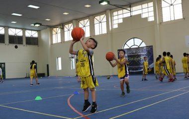 Bóng rổ là một bộ môn thể thao kén người chơi, việc trở thành một cao thủ bóng rổ cũng không quá khó khăn. Nhưng trước tiên khi nhập môn bạn cần nắm vững những kỹ thuật bóng rổ cơ bản. Nắm vững những bài tập, động tác, kỹ thuật cơ bản, bạn mới có […]
