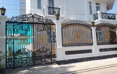 Bạn đang tìm kiếm giải pháp thi công cửa, cổng, cầu thang, ban công, hàng rào mỹ thuật cho ngôi nhà của mình? Hãy cùng tìm hiểu ngay thông tin về dịch vụ làm cửa sắt mỹ thuật tại TP. Hồ Chí Minh mà Gỗ La Thành giới thiệu trong bài viết dưới đây nhé.