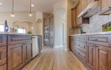Lựa chọn một chiếc tủ bếp cho gia đình không hề khó như chọn sàn gỗ hay giường ngủ vì tủ bếp được đặt ở vị trí cao nên sẽ tránh được ẩm mốc hay các điều kiện ẩm ướt và bụi bẩn khác. Tủ bếp gỗ tần bì là loại tủ không được phổ […]