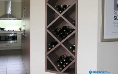 Nếu phòng khách nhà bạn mà được trang trí, tạo điểm nhấn với một chiếc tủ rượu thì chắc chắn nó sẽ có sự khác biệt rất lớn so với bất kỳ phòng khách nào khác, vì tủ rượu giúp bạn thể hiện phong cách, sự hiếu khách một cách rõ ràng. Do đó bạn […]