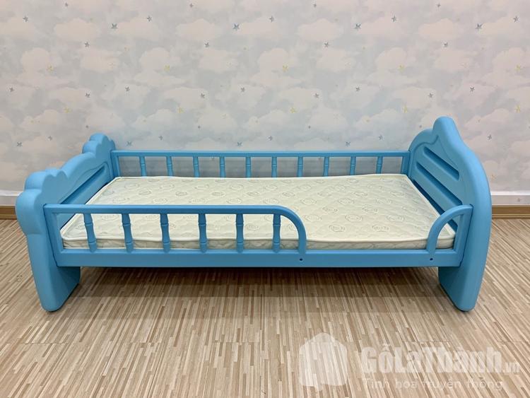 giường nhựa thấp