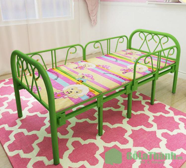 giường gấp cho bé bằng sắt màu xanh lá