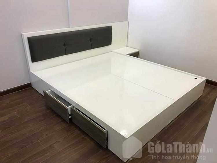 giường ngủ có ngăn kéo phối gỗ nâu và trắng