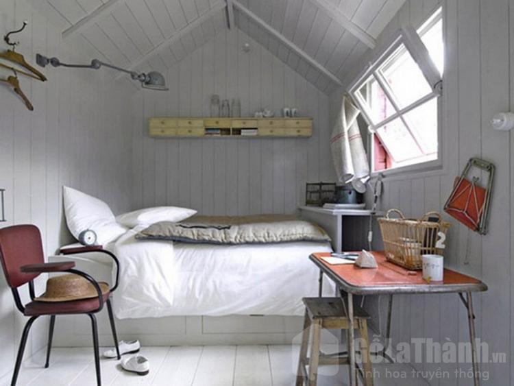 phòng ngủ áp mái màu trắng