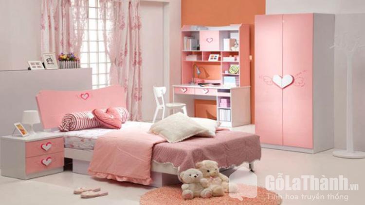 Giường ngủ màu hồng trái tim