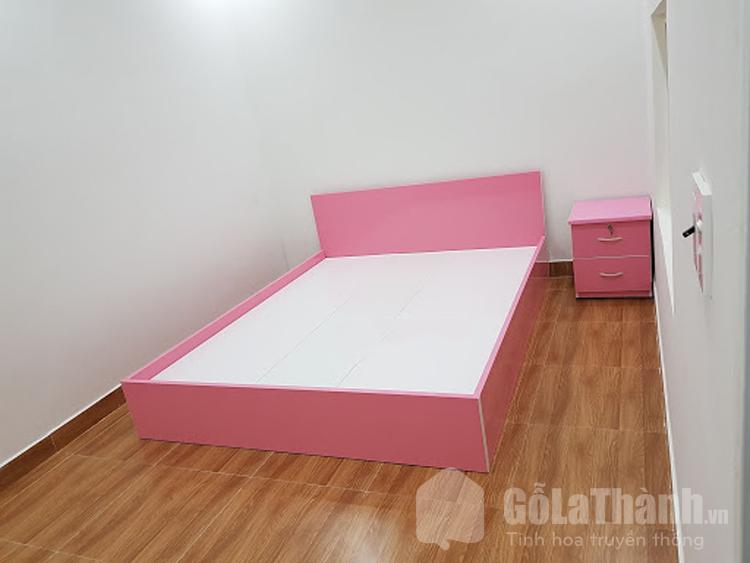 giường nhựa màu hồng