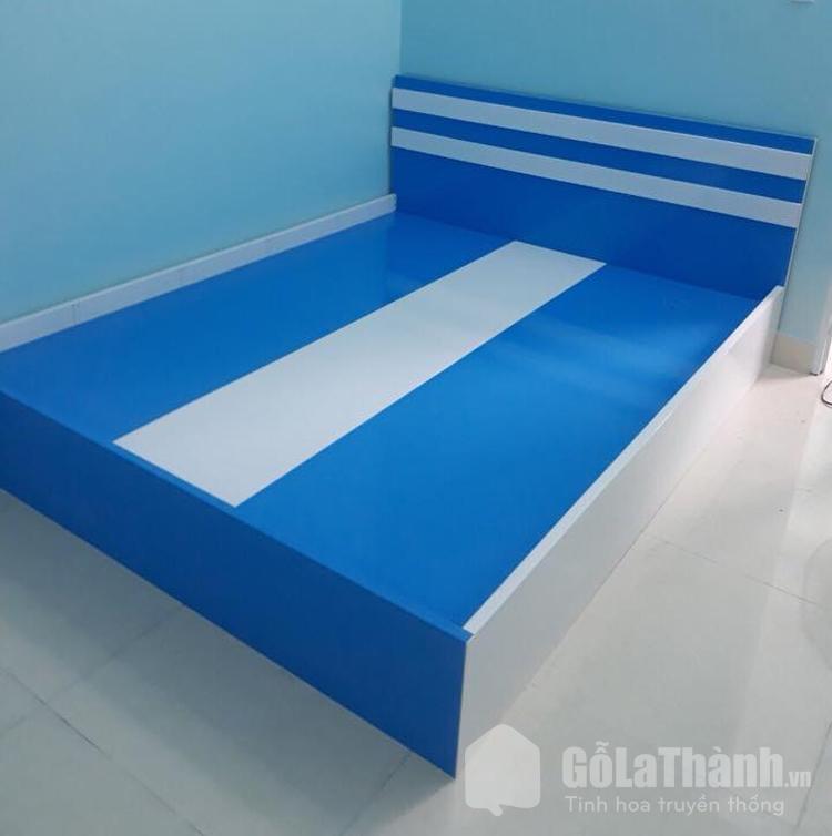 giường nhựa màu xanh