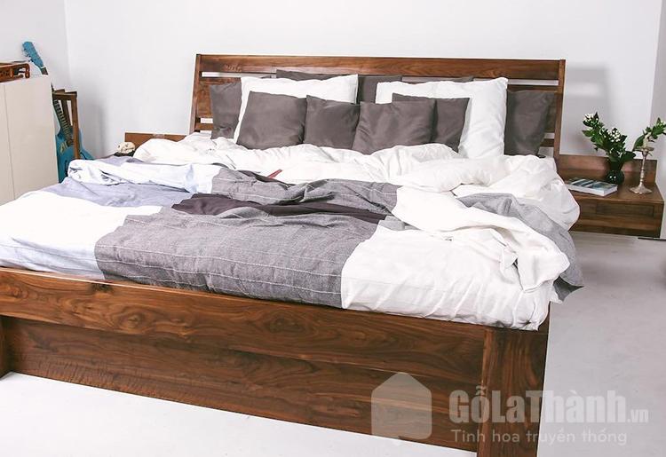 Giường ngủ rộng bằng gỗ