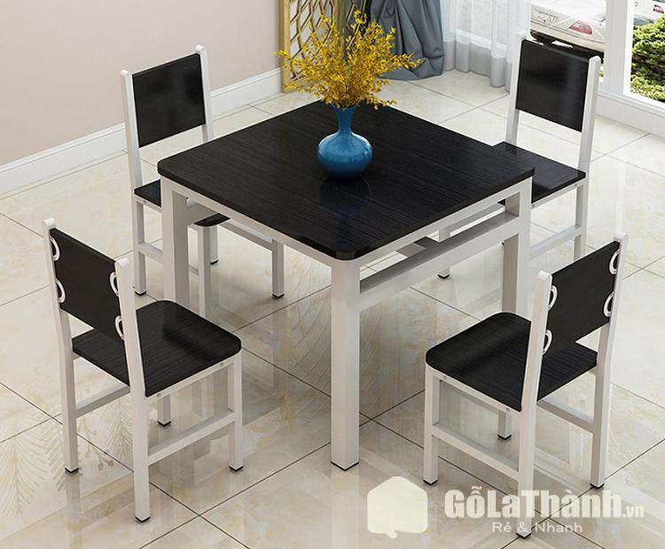 bàn ghế gỗ công nghiệp màu đen hình vuông 4 ghế