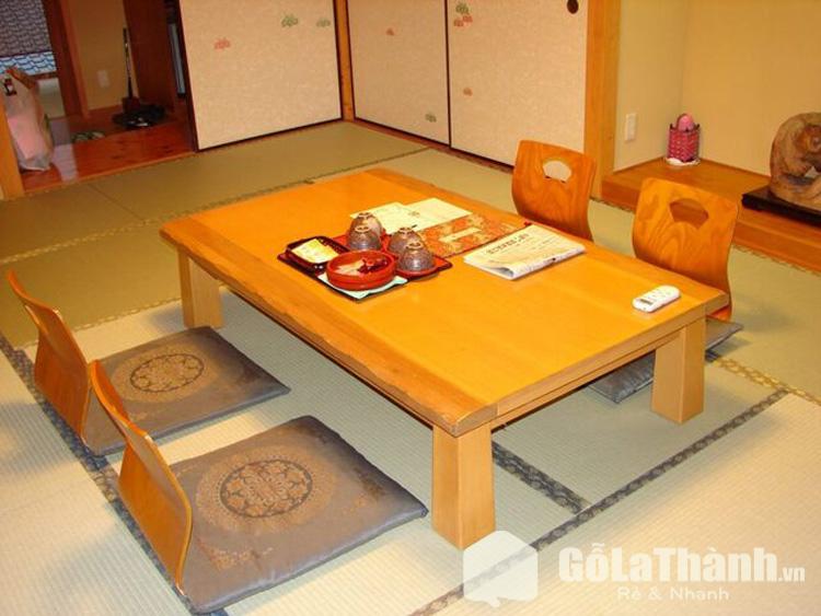 bàn gỗ 4 ghế tựa