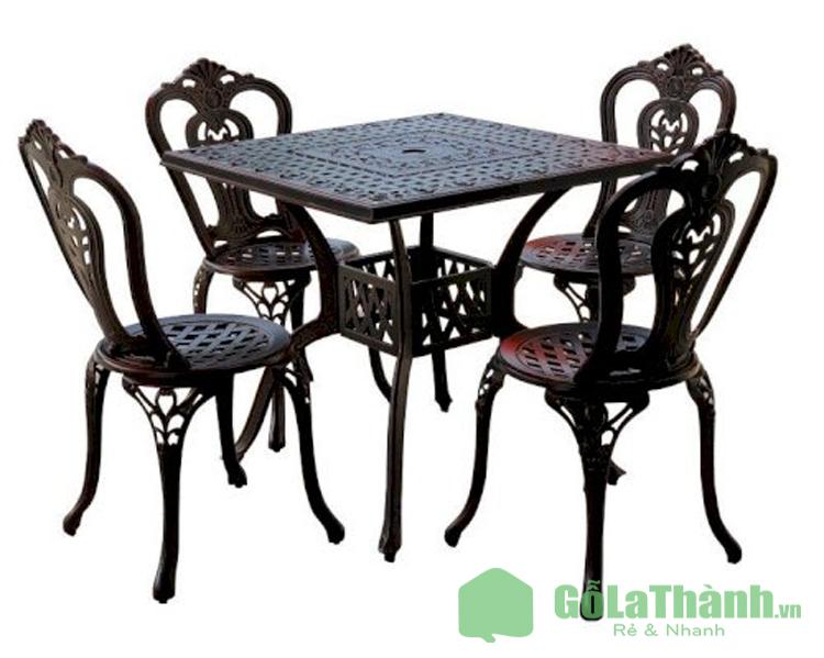 bộ bàn và 4 ghế bằng kim loại sơn đen