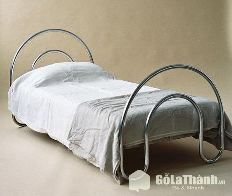 giường sắt độc lạ