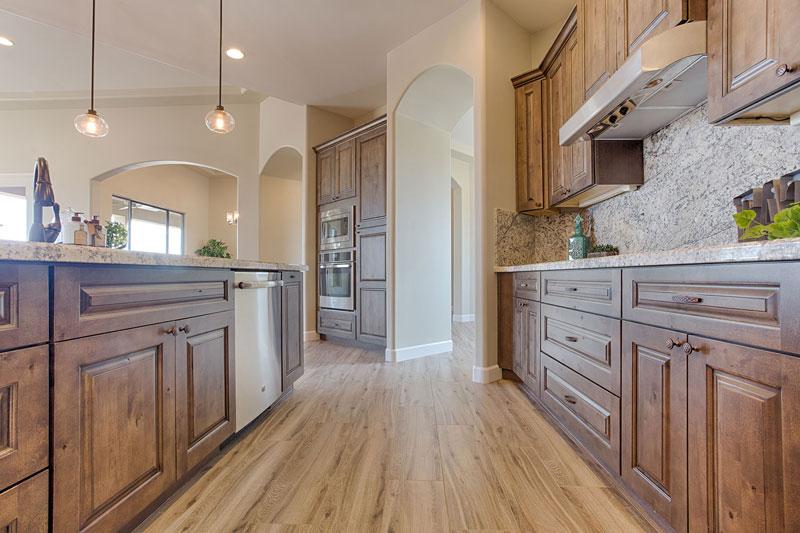 Đánh giá tủ bếp gỗ tần bì về: Kết cấu, chịu lực, chống mọt