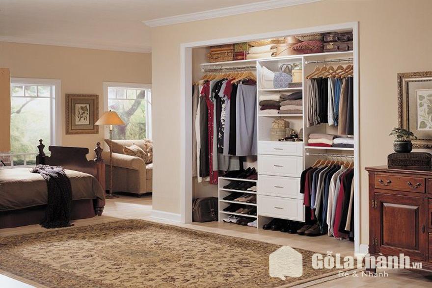 tủ quần áo không cánh âm tường không đặt đối diện giường ngủ
